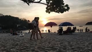 пляж Ката на Пхукете, закат солнца онлайн