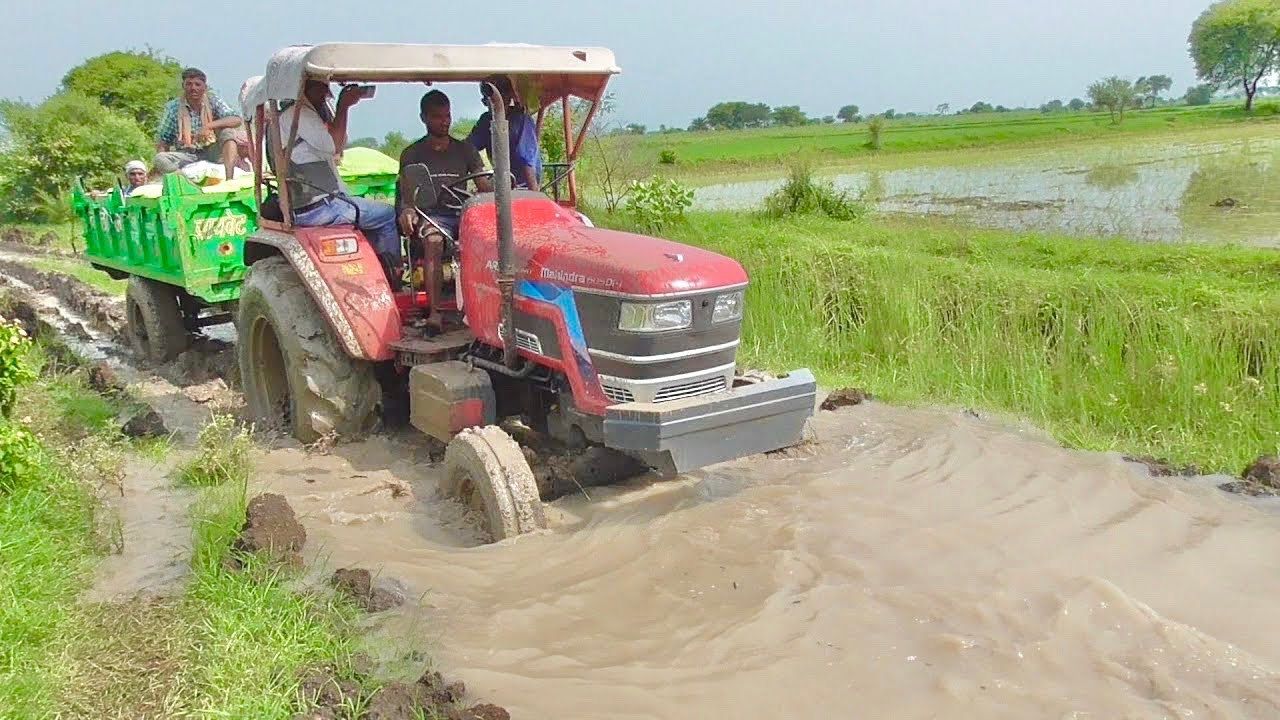 Mahindra Arjun NOVO 605 Di i Stuck in very bady with Trolley Pulled By Sonalika Di 60 Rx