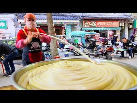 Chinese Street Food - WORLD'S LONGEST NOODLE in Xi'an Muslim Quarter | BEST Street Food in China
