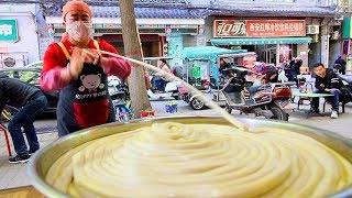Chinese Street Food - WORLD'S LONGEST NOODLE in Xi'an Muslim Quarter - BEST Street Food in China