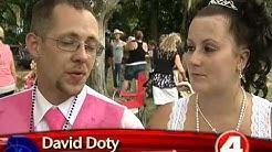 Fort Myers woman donates wedding cake to couple
