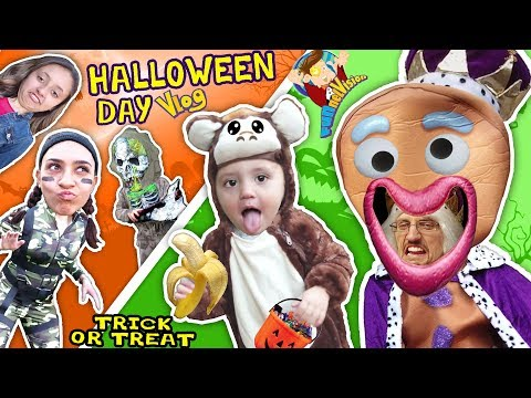 FUNnel Fam Halloween Night Vlog! 2017 Costumes + Haul! Lexi Ditches Us ☹ Trick or Treating