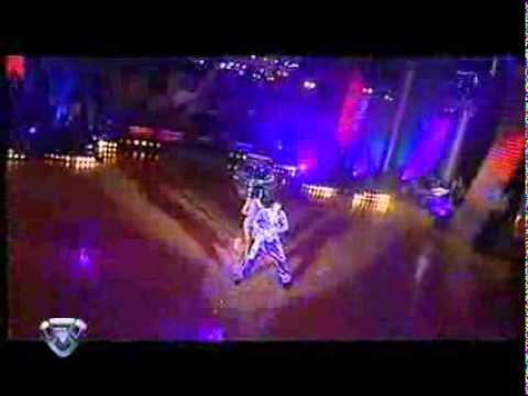 Showmatch 2007 - Marcelo le arregló la media a Paula con cinta