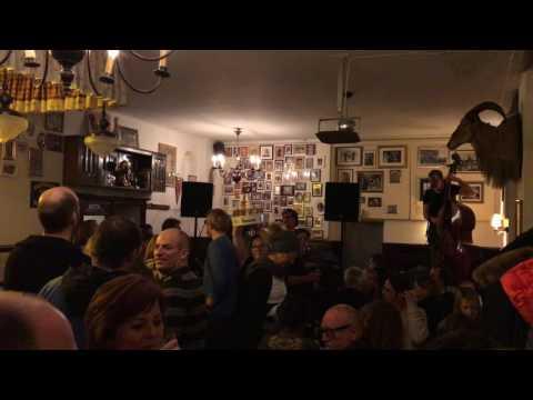 Heimathirsch Köln neusers liedermacher sofa im heimathirsch am 26 04 2017