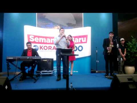 Hary Tanoesoedibjo nyanyi di acara HUT Koran SINDO & SINDONews.com