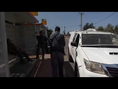 """תיעוד: שוטרי יס""""מ חוסמים נתיב תחבורה ביצהר ומסכנים נוסעים"""