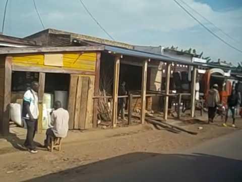 Burundi  Vistas desde el autobús camino de Kigali de pueblos  Small villages  Countryside  2016 1