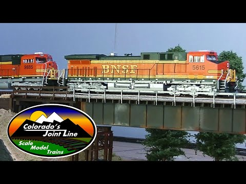 Model Train Action with BNSF, UP, ATSF, D&RGW, SP & BN