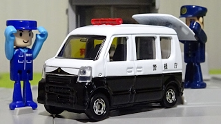 2017年1月発売、トミカ スズキ エブリイ パトロールカーです。アクショ...