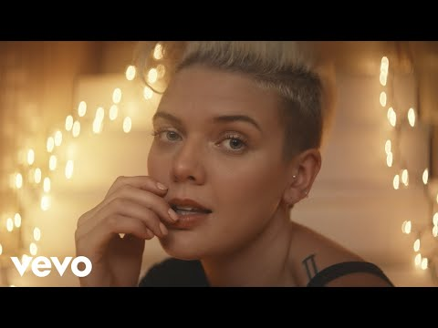 Betty Who – Between You & Me