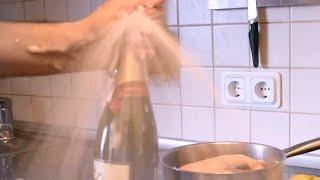 Как правильно открывать домашнее шампанское