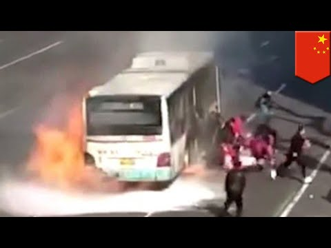 Chinese bus catches fire, half the country pours out of it - TomoNews