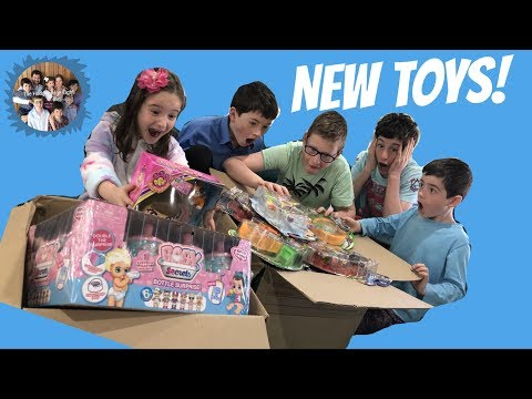 OOSHIES HAIRDOOZ BFF'S BABY SECRETS BOTTLE SURPRISE & MORE! KIDS OPEN 2 HUGE BOXES OF NEW TOYS!