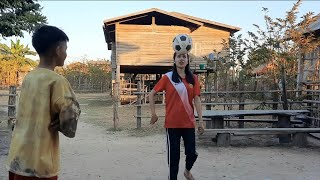วิถีชีวิตดรีมนื่งข้าว- เล่นฟุตบอลยามแลงๆ สาวลาวตามชนบท | ໜຶ້ງເຂົ້າເປົ່າໄຟຍາມແລງ