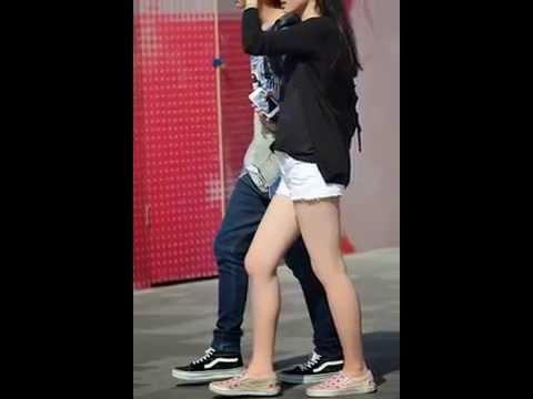Beijing early summer shorts girls show legs