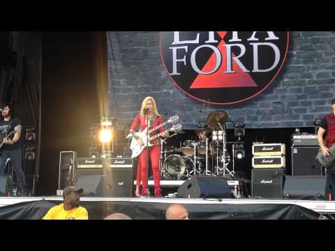 Lita Ford - kiss me deadly - live Heavy Montréal 2015