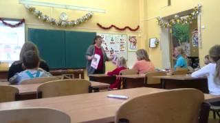 На открытом уроке английского языка в лицее, на дне открытых дверей.
