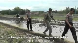 VIDEO ANGGOTA TNI YONIF LINUD 501 DAN BRIMOB BERNYANYI BERSAMA