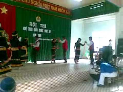 Múa (tiếng trống cao nguyên) của Trường THCS Nguyễn Du - Phú Thiện - Gia Lai