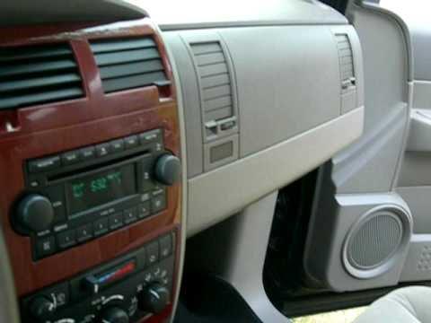 dscn8029 dodge durango model 2005 v8 4x4 interior wheels. Black Bedroom Furniture Sets. Home Design Ideas