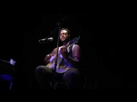 Smile - Austin Brown Microphone & Guitar Live in Paris