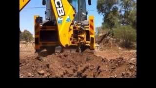 Трактор копает Землю!
