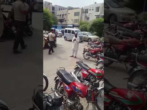 Uber lahore office Kay bahir driver ki galian