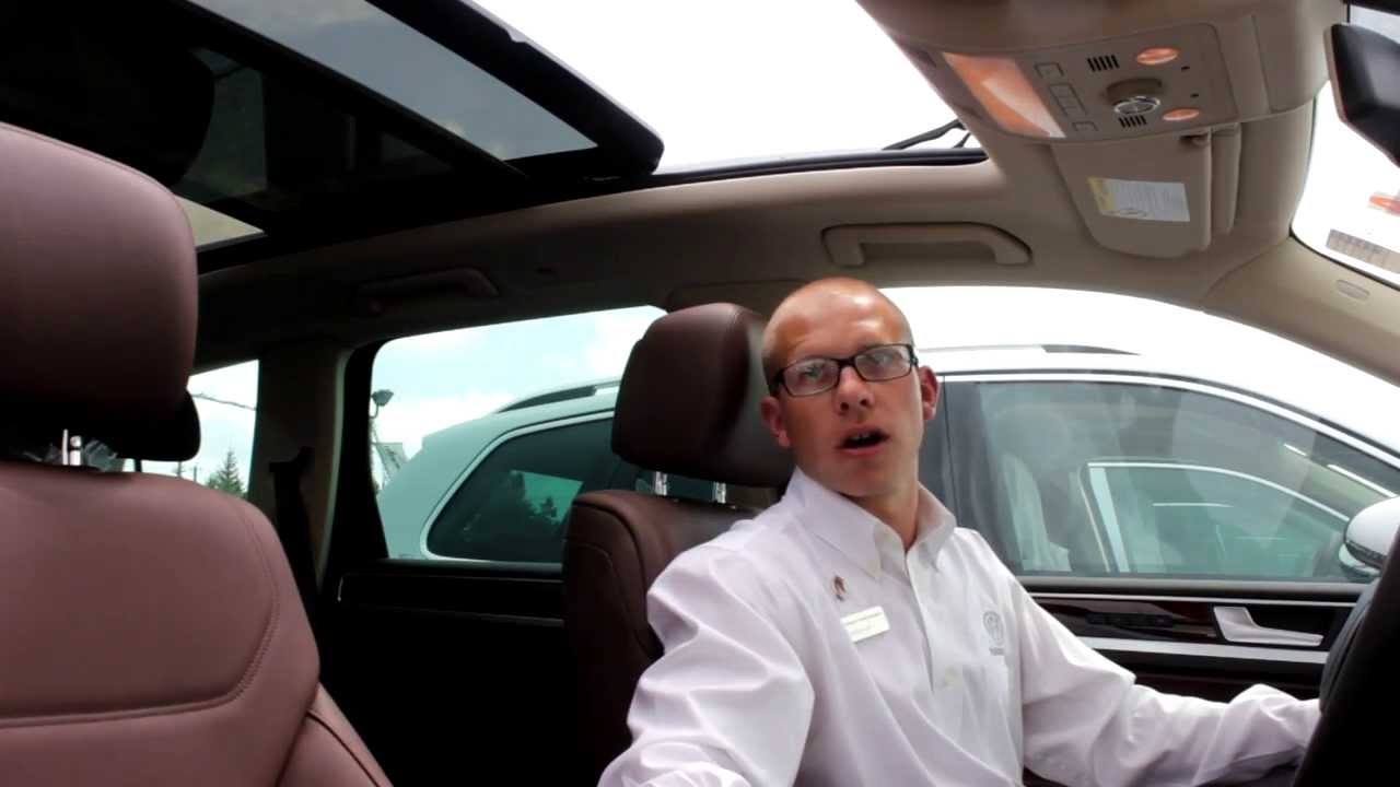 Demonstrating Panoramic Power Sliding Sunroof With Oliver