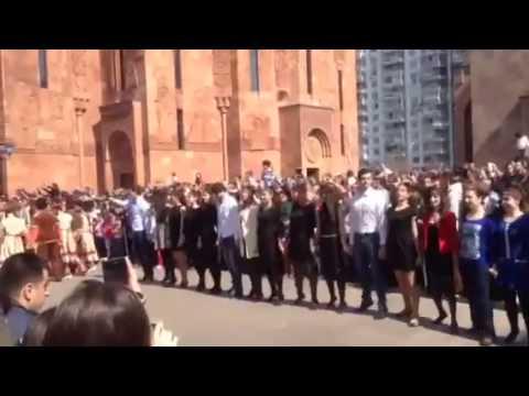 Москва .Собрались армяне в храме !!!!!