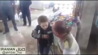 خواندن در بازار رشت توسط این پسر بچه