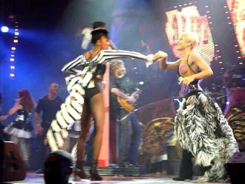 """Pink sings Gnarls Barkley's """"Crazy"""" Cover live @ O2 Arena, London 01.05.09 HQ HD"""
