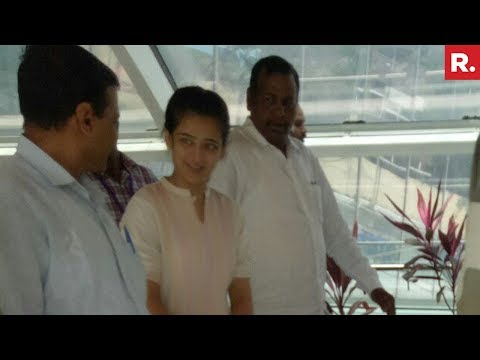 Kamal Haasan's Daughter Akshara Haasan Receives Arvind Kejriwal
