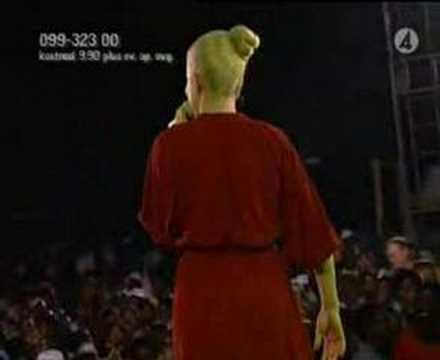 Robyn - Handle Me (live Faddergalan) 2005