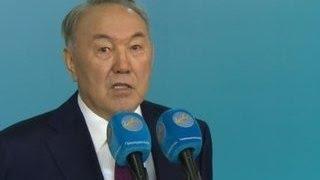 Назарбаев: не надо подгонять Казахстан к демократии