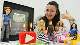 Barbie için sürpriz Doğum Günü partisi. Sevcan özel pasta yapıyor