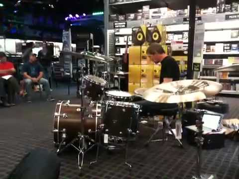 jeff friedl playing dozo by puscifer drum clinic at guitar center in portland oregon youtube. Black Bedroom Furniture Sets. Home Design Ideas