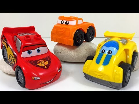 FISHER-PRICE MEGA BLOKS FIRST BUILDERS - FAST TRACKS RACING RIG WITH LIGHTNING MCQUEEN AND TOW MATER