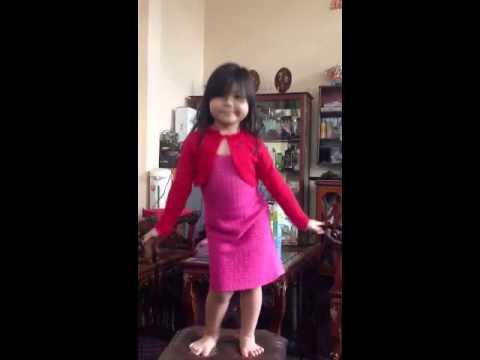 Bé 3 tuổi nhảy Cười lên Dong Hae