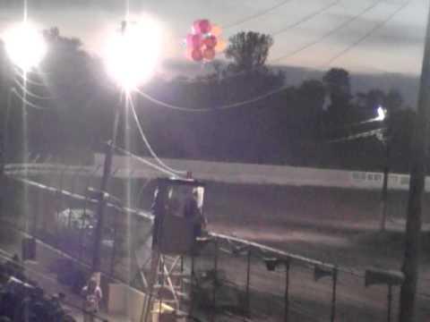 Windy Hollow 8-28-11 heat race Start #4 Lance Foreman #41