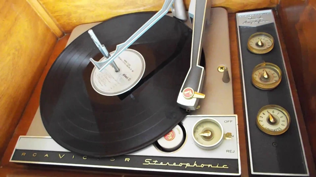 RCA Victor Hi-Fidelity STEREO record player playing a LP, 33 3RPM record
