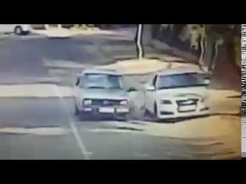 Quick thinking situationally aware motorist escapes attempted hijacking with split seconds to spare