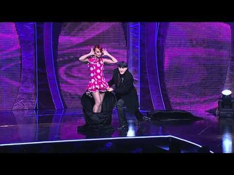Sos & Victoria Petrosyan, Quick Costumes Change, TV Show Por Arte de Magia Mujer se Cambia de Ropa