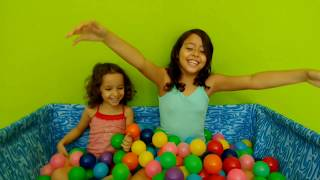 Aprendendo as cores na piscina de bolinhas - Learning the colors in the pool of polka dots