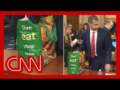 CNN: Lawyer's bag steals show at impeachment hearing
