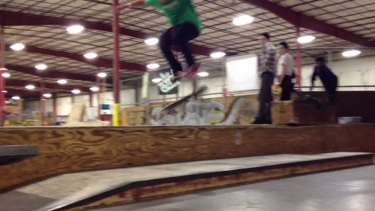 5 Tricks Down Box Gap @ Ollie's Skatepark
