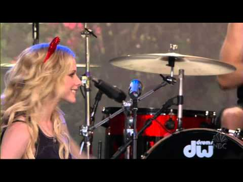 Avril Lavigne - He Wasn't @ The Tonight Show Jay Leno 12/08/2005 HD