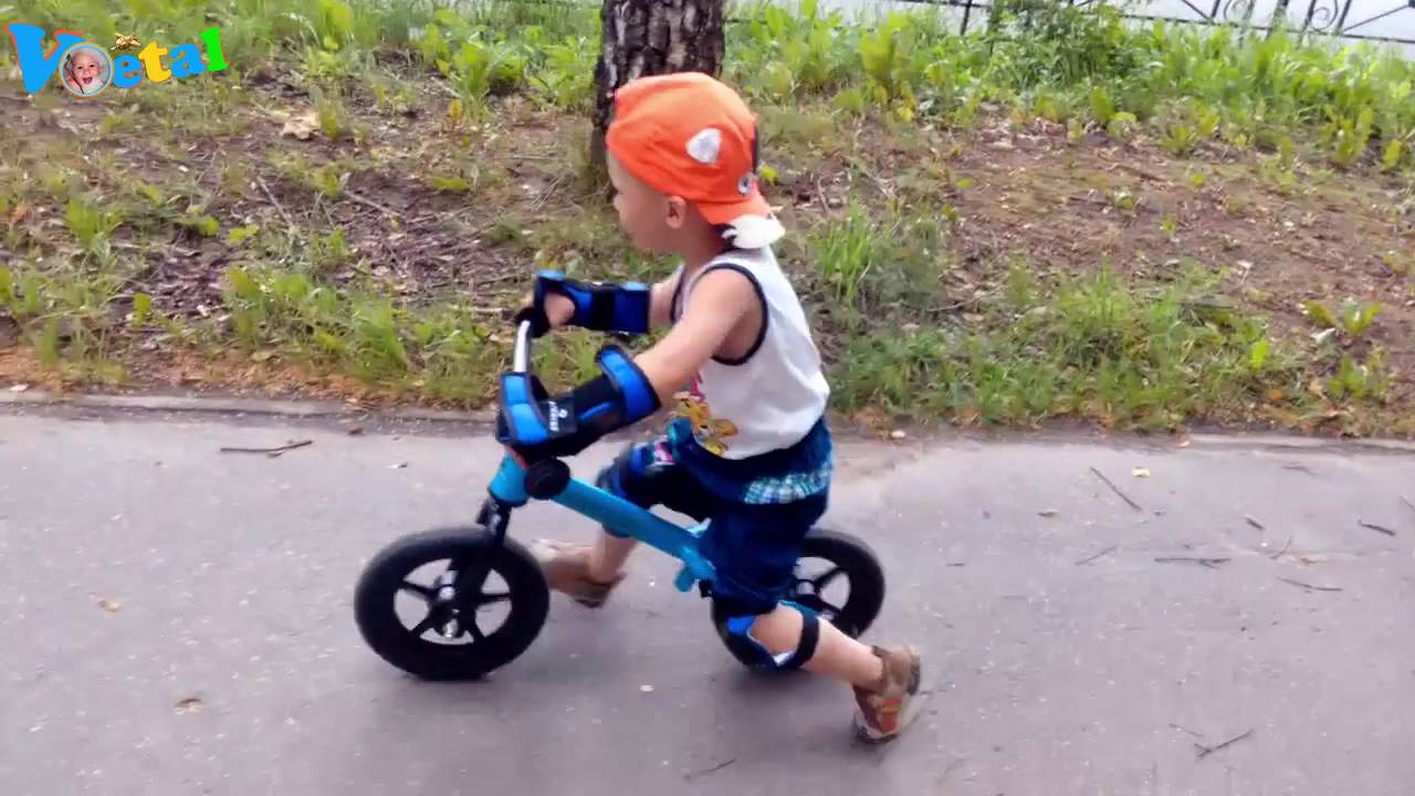 Зимний дрифт   Дети дрифтуют на квадроцикле   Дрифт на квадроцикле .