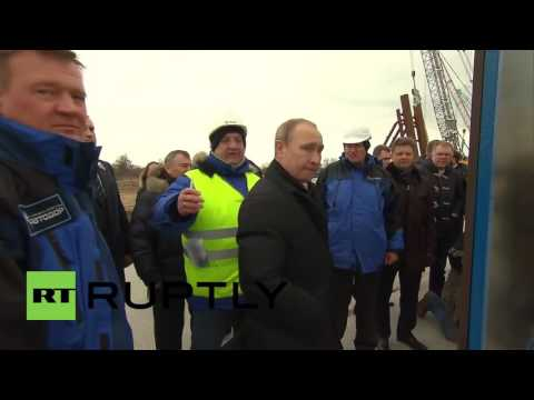 Russia: Putin visits bridge construction site on Tuzla Island