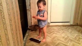 Возмущение ребёнка. Соседи затеили  ремонт. Славик (1.3 годика) возмущается. Возмущение ребенка.