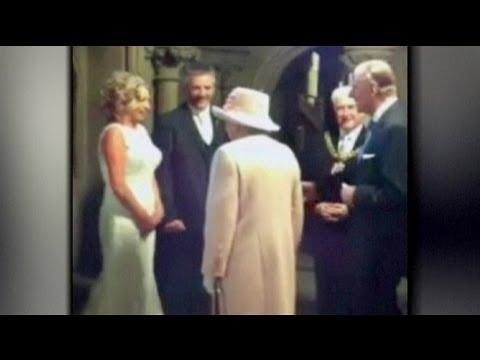 Queen Elizabeth überrascht Hochzeitspaar
